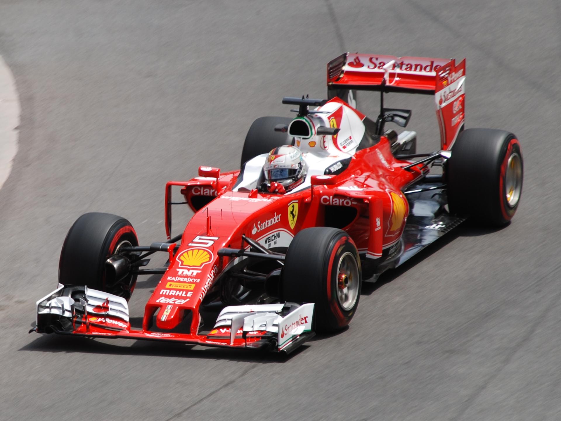 Formula 1, GP Bahrain: Vettel stravince davanti alle Mercedes