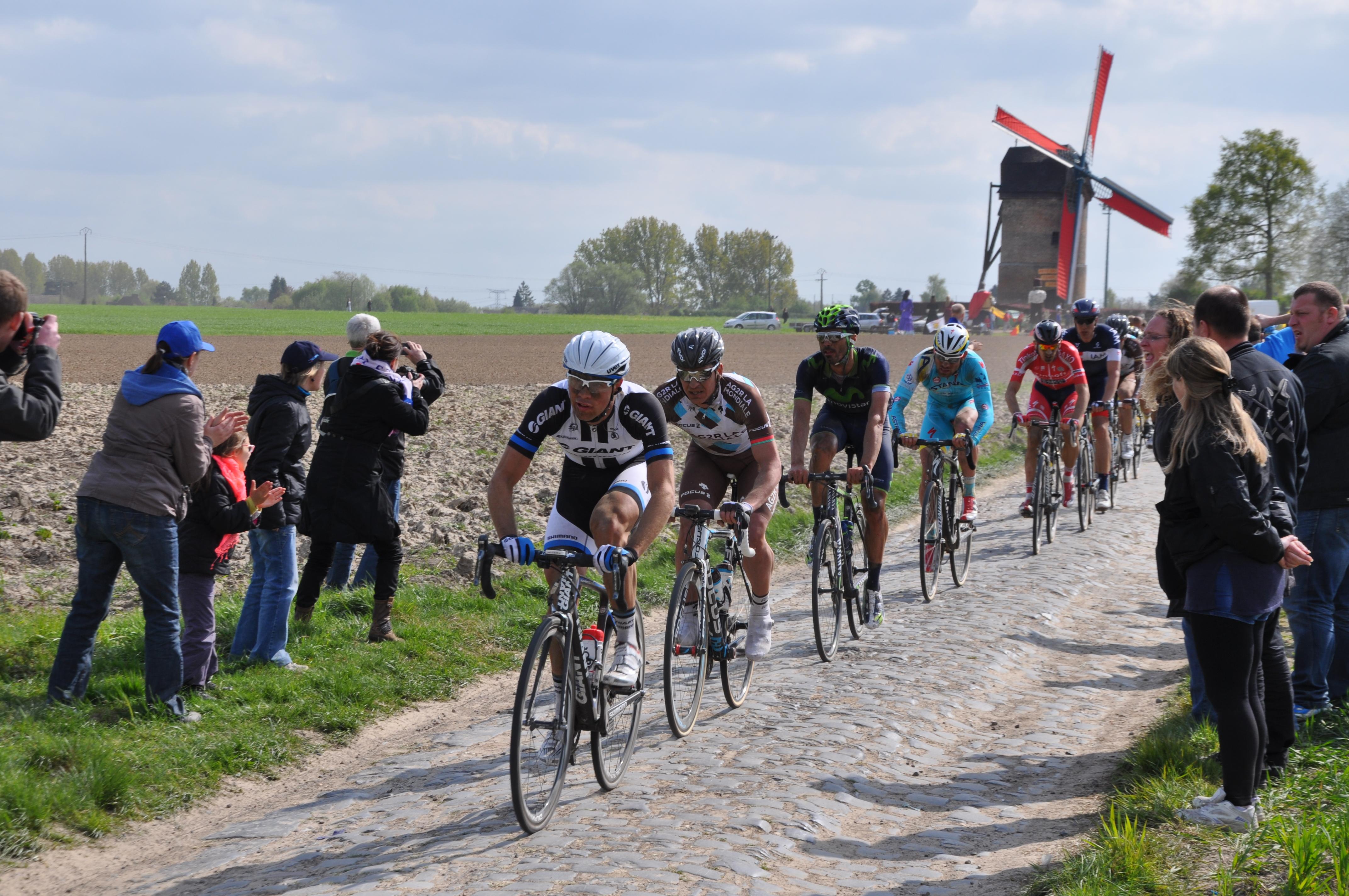Parigi-Roubaix, trionfa Van Avermaet nel giorno del ritiro di Boonen