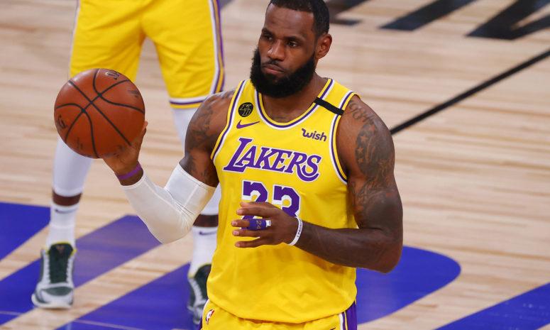 I Lakers si tengono stretto LeBron James: rinnovato il contratto fino al 2023