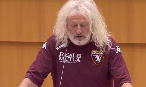 Tra il Torino e Mick Wallace è amore, l'eurodeputato indossa la maglia granata